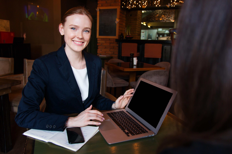 Chica joven que decidio emprender un negocio exitoso